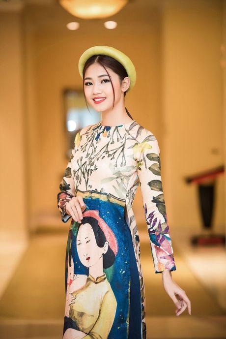 Can canh ve dep co dien cua A hau Thanh Tu khi dien ao dai cach tan - Anh 2