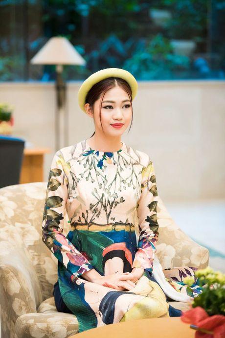 Can canh ve dep co dien cua A hau Thanh Tu khi dien ao dai cach tan - Anh 4