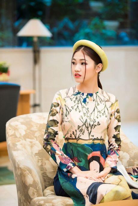 Can canh ve dep co dien cua A hau Thanh Tu khi dien ao dai cach tan - Anh 5