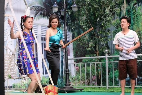 Tran Thanh bi Trung Dan 'hanh' trong 'On gioi, cau day roi' - Anh 4