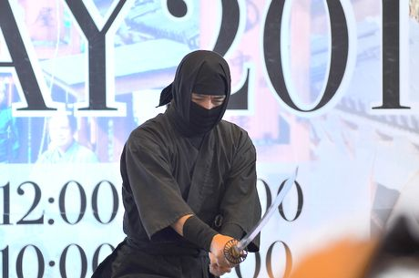 Ninja Nhat Ban den Ha Noi tro tai dau kiem, nem phi tieu - Anh 1
