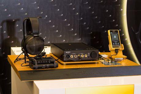 Tren tay bo nghe nhac cao cap nhat cua Sony gia 180 trieu - Anh 1