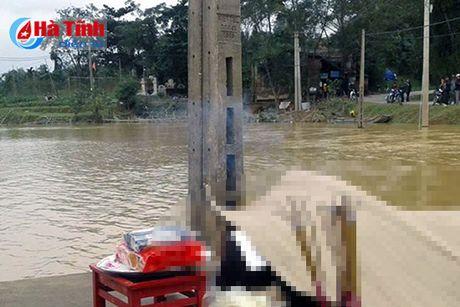 Tim thay thi the nam thanh nien bi duoi nuoc - Anh 1