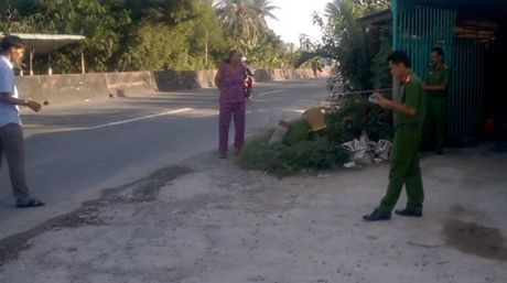 Truy tim doi tuong dung dao dam chet ban roi bo tron - Anh 1