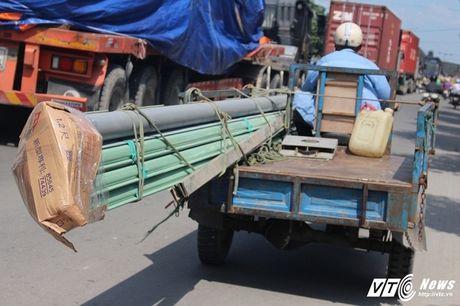 Xe 'may chem' dan hang ngang, 'dai nao' tinh lo Binh Duong - Anh 11