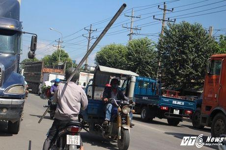 Xe 'may chem' dan hang ngang, 'dai nao' tinh lo Binh Duong - Anh 17