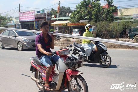Xe 'may chem' dan hang ngang, 'dai nao' tinh lo Binh Duong - Anh 18