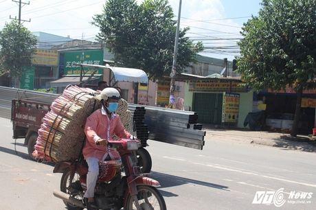 Xe 'may chem' dan hang ngang, 'dai nao' tinh lo Binh Duong - Anh 1