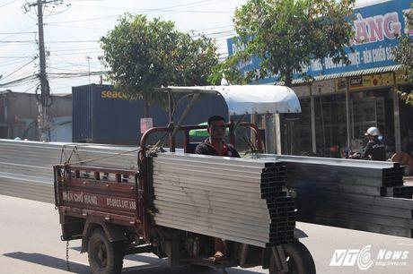 Xe 'may chem' dan hang ngang, 'dai nao' tinh lo Binh Duong - Anh 7