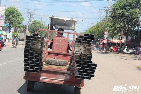 Xe 'may chem' dan hang ngang, 'dai nao' tinh lo Binh Duong - Anh 8