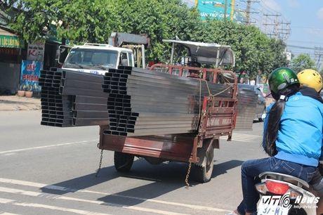 Xe 'may chem' dan hang ngang, 'dai nao' tinh lo Binh Duong - Anh 9