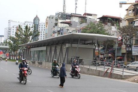Buyt nhanh BRT Yen Nghia - Kim Ma chay nuoc rut ve dich - Anh 1