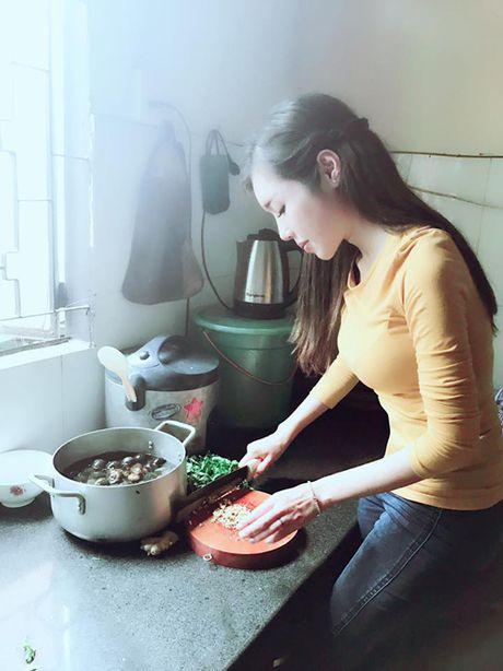 Facebook Sao: Elly Tran xuong bep tao moi quan he voi ekip, Ngoc Trinh ngu nuong cuoi tuan - Anh 3