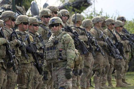 NATO lo ngai Donald Trump se dua quan My ra khoi chau Au - Anh 1