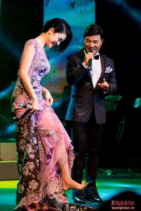 Thu Phuong khoc rong trong dem nhac tai Ha Noi - Anh 3