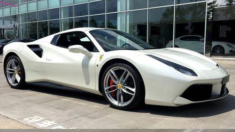 Man nhan nhung pha but toc cua Ferrari 488 GTB tai Viet Nam - Anh 1