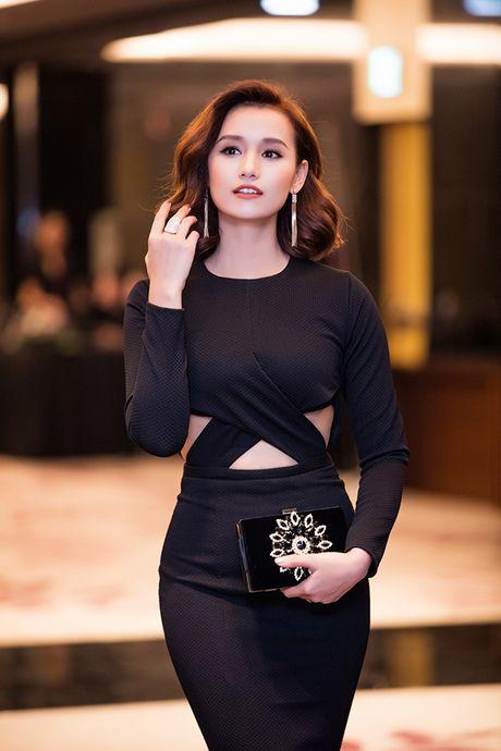 La Thanh Huyen tu tin khoe eo thon, do dang ben dan my nhan Viet - Anh 2
