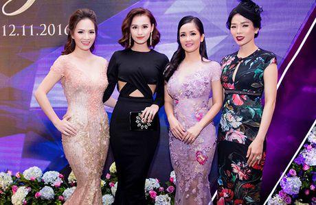 La Thanh Huyen tu tin khoe eo thon, do dang ben dan my nhan Viet - Anh 4