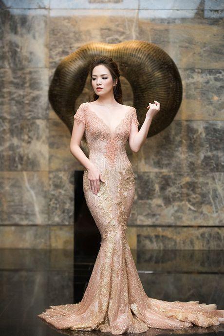 La Thanh Huyen tu tin khoe eo thon, do dang ben dan my nhan Viet - Anh 9