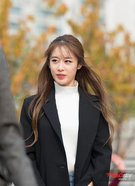 DOC QUYEN Doc quyen tu Han Quoc: Jiyeon dang yeu 'muon xiu' ben cac thanh vien T-ara tai buoi mini fanmeeting - Anh 1