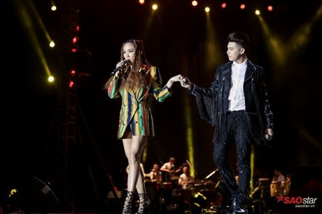 Toc Tien xuat hien cung mai toc doc la tren san khau concert Noo Phuoc Thinh - Anh 1