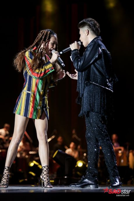 Toc Tien xuat hien cung mai toc doc la tren san khau concert Noo Phuoc Thinh - Anh 2