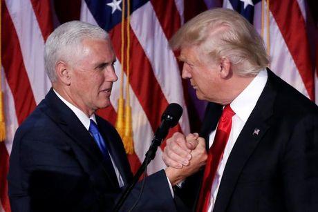 Donald Trump dua than huu va con cai vao doi chuyen giao Nha Trang - Anh 1