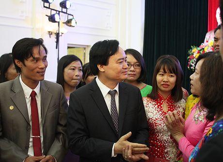 42 giao vien cong tac tai dao chia se tam tu voi Bo truong Phung Xuan Nha - Anh 2