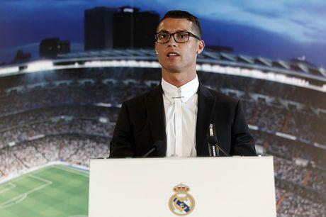 Ronaldo gap rac roi vi cap kinh tung bi che gieu - Anh 1