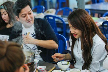 Nha Phuong om hon Truong Giang khi di an khuya - Anh 4