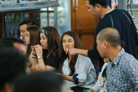 Nha Phuong om hon Truong Giang khi di an khuya - Anh 5