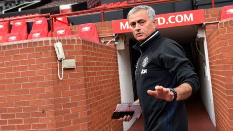Bi chui khong lo, duoc Mourinho khen moi chet - Anh 3