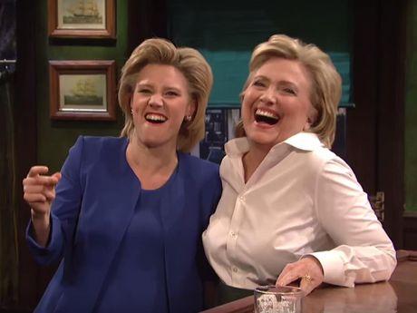 Nu danh hai hoa trang thanh Hillary Clinton hat 'Hallelujah' - Anh 1