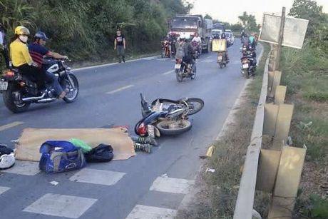 Hoa Binh: TNGT tai doc Cun, mot phuot thu tu vong - Anh 1