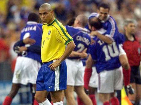 Ibrahimovic van xem Ronaldo 'beo' la than tuong, cau thu 'doc nhat vo nhi' - Anh 2