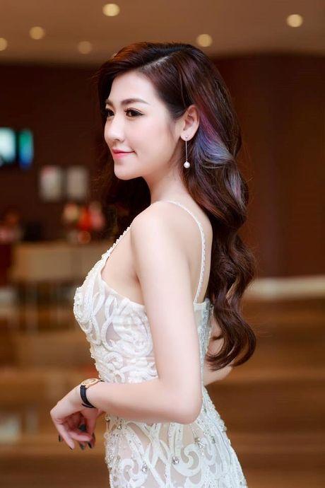 Showbiz 13/11: Vuong Au len tieng chi la dong nghiep cua Khai Uy, Tu Anh gap su co dang nho - Anh 3