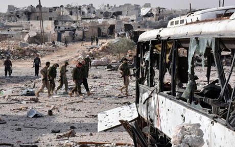 No lon o Aleppo, Syria lam hang chuc nguoi thuong vong - Anh 1