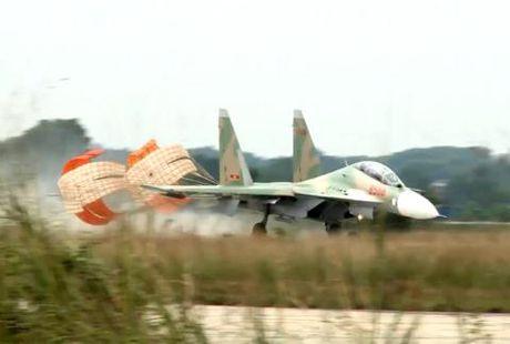 Xem Su-30MK2 Viet Nam huan luyen bay chuyen truong - Anh 1
