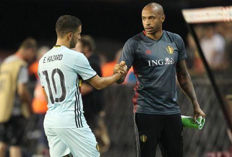 Eden Hazard dua Thierry Henry len may xanh - Anh 2