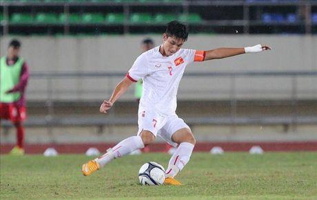 """Den Mac Hong Quan cung phai """"vai lay"""" cach tan gai sieu """"lay"""" cua hotboy U19 Viet Nam - Anh 1"""