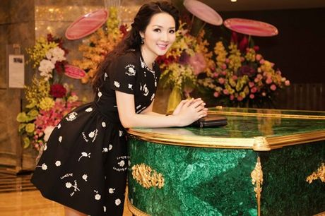 Soi hang hieu dang mo uoc cua hoa hau Den Hung Giang My - Anh 3