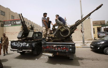 Bat ngo: Nga tung o to UAZ Patriot gan sung sang Syria - Anh 10