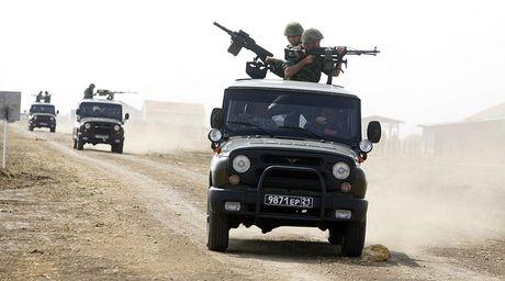 Bat ngo: Nga tung o to UAZ Patriot gan sung sang Syria - Anh 11