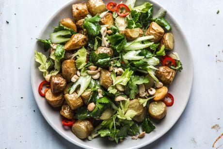 Cach lam mon salad khoai tay ngon, la mieng - Anh 1