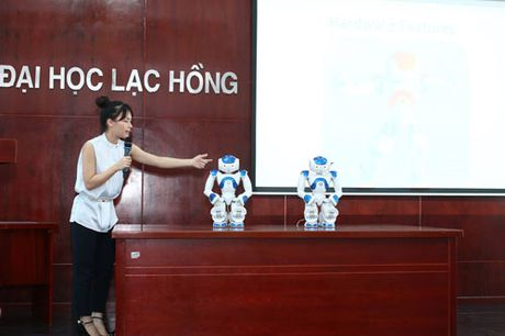 Truong dai hoc dau tien phia nam dua robot vao giang day - Anh 1