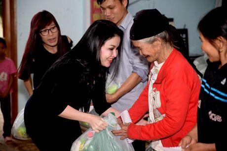 Nguoi dan Ha Tinh cam dong truoc tam long cua cac Hoa Hau Phu Nhan Hoan Cau - Anh 2
