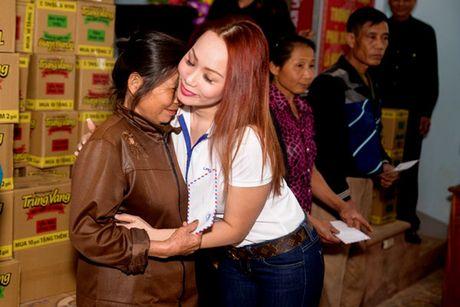 Nguoi dan Ha Tinh cam dong truoc tam long cua cac Hoa Hau Phu Nhan Hoan Cau - Anh 4