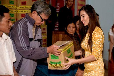 Nguoi dan Ha Tinh cam dong truoc tam long cua cac Hoa Hau Phu Nhan Hoan Cau - Anh 5