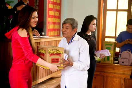 Nguoi dan Ha Tinh cam dong truoc tam long cua cac Hoa Hau Phu Nhan Hoan Cau - Anh 6