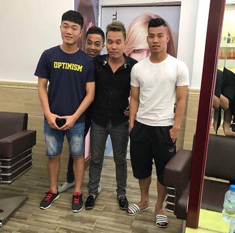 Tuyen Viet Nam: Hoi ha 'xuong toc' truoc gio kieng cu - Anh 1